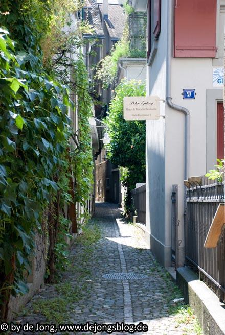 Schmale Gasse in #Zuerich - #Schweiz