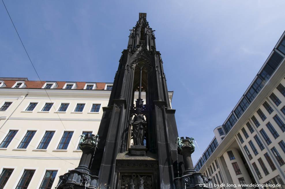 Semperbrunnen