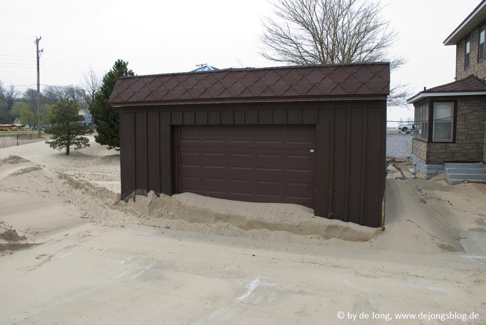 Garage im Sand