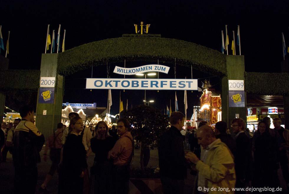 Eingang des Oktoberfests - Wiesn 2009